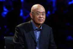 除了在北京房价1400元时买了10套房, 他还每年给儿子