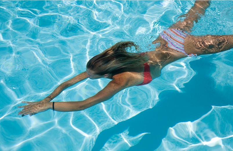 产后多久可以随便走动 产后游泳可以瘦身吗 产后多久可以去游泳呢