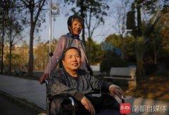 感人!72岁老汉做变性,妻子无悔支持:只要他好就行