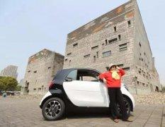 励志!84岁老奶奶自驾游玩遍浙江 70岁考驾照一次通过
