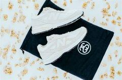 Stussy x New Balance 推出全新联名 990v4 系列鞋款