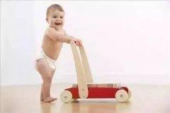 宝宝在家经常光脚走路好不好?光脚走路居然能够增强体