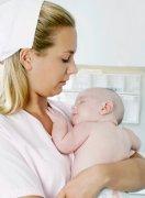 新生儿护理 怎么抱刚出生的宝宝?