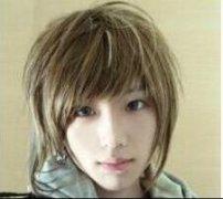 男生亚麻色头发的图片 轻松变花样美男