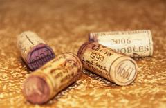葡萄酒为什么会有螺旋盖,软木塞一定比螺旋盖好吗?