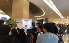 天猫新零售再下一城 首家明星喷雾无人店现身杭州引围