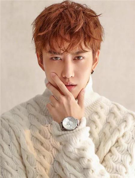 首页 发型 > 正文    韩式男生烫发   自然黑发色,展现出发丝的质感.图片