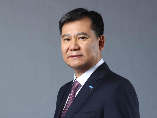他和哥哥一起创业打造1100亿电商帝国,跟黄光裕、刘强东竞争