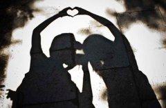 <b>星座打脸秀:情侣之间暖心套路 情侣之间暖心聊天套路</b>
