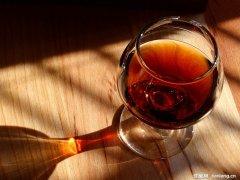 保鲜膜让红酒远离走味