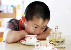 小孩几岁可以喝茶