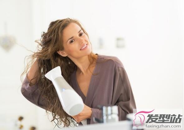 女生吹头发技巧 令杂草变秀发!7个秘诀教你不再吹错头