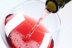 夏季消暑利器:红起泡酒