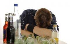 吃惊!长期非理性饮酒会使人的寿命至少缩短二十多年