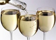 开香槟时会发出大声响的原因