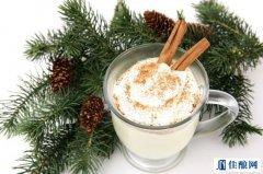蛋酒:圣诞节传统饮品之一