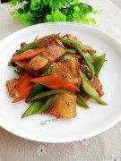 <b>青椒胡萝卜回锅肉</b>