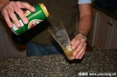 如何贮藏和饮用啤酒