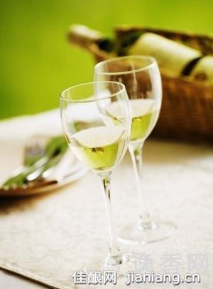 怎样即能品尝葡萄酒又能保护牙齿健康