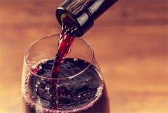 喝红酒居然不冰镇 怎么好意思说自己是行家!