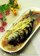 夏日鱼美食――清蒸鲫鱼