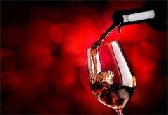 每天喝点葡萄酒能提高收入!