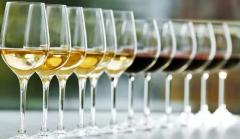 为什么葡萄酒杯需要有杯梗?