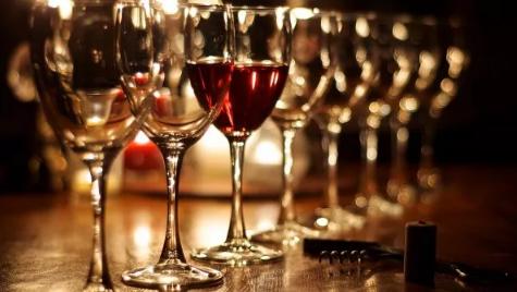 如何用口腔中的每一部分品酒?