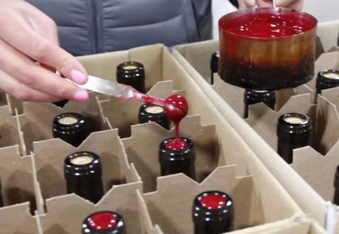 如何开启一瓶蜡封的葡萄酒?