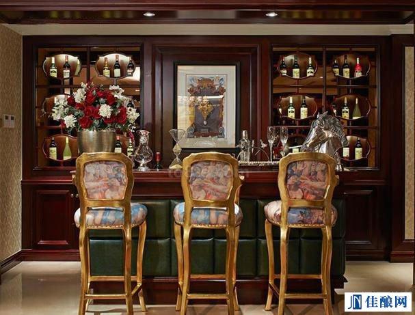 这么漂亮的家庭酒吧,看着也是醉了
