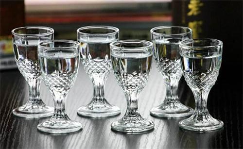 资深酒友三十年喝酒技巧 学会这些你就很难再喝醉了!