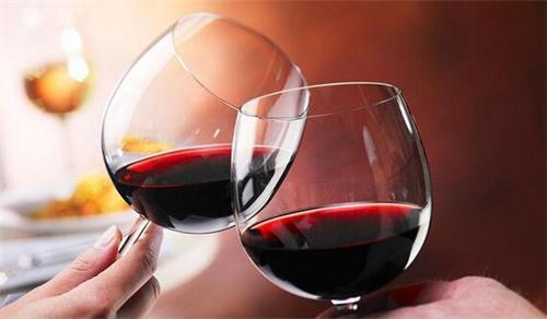 如何分辨甜红葡萄酒?