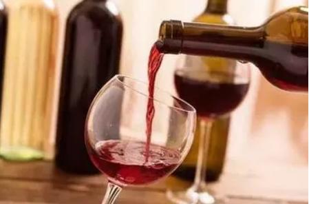 你知道葡萄酒应该怎么斟酒吗?