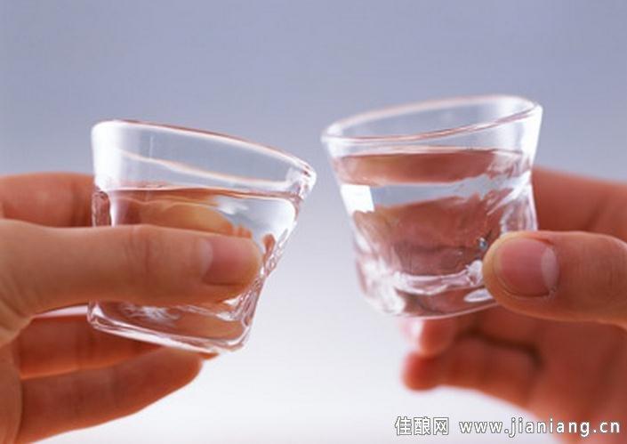 白酒与快餐平台开展面向白领赠饮 解决终端到达问题