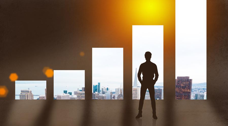 如何适应从普通员工到领导者角色的转变
