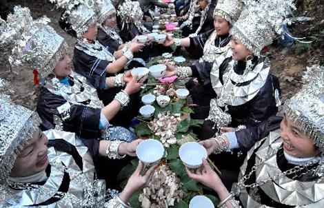 """喝酒需先过""""三关"""" 盘点我国广西饮酒文化"""