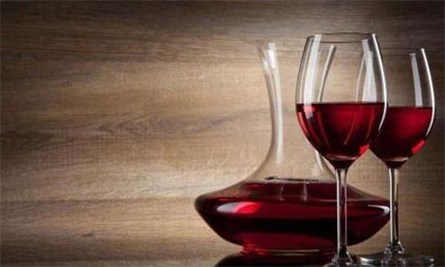 喝红酒避免这四个误区 切记!