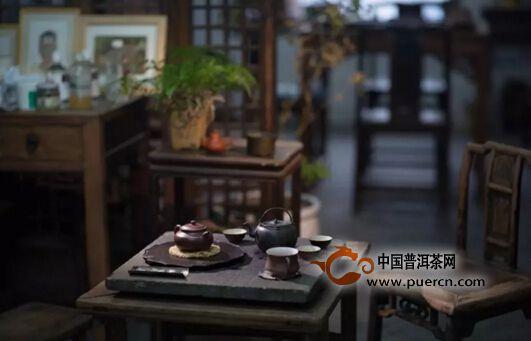 用一方石头做茶席,自有一番意境