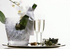 葡萄酒在饮用之前需要冰镇吗?