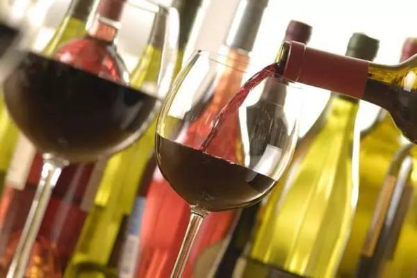 品鉴葡萄酒时谈到单宁、余味、酒体、平衡指什么?