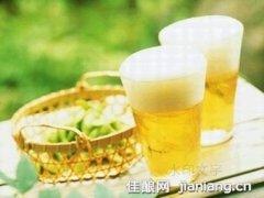 如何用啤酒调制夏日清爽美食
