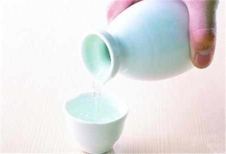 为什么会有茶倒七分酒倒八分的说法?